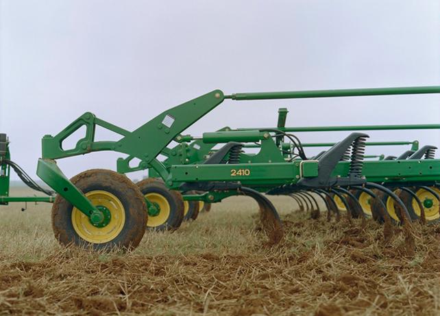 2410 Chisel Plow