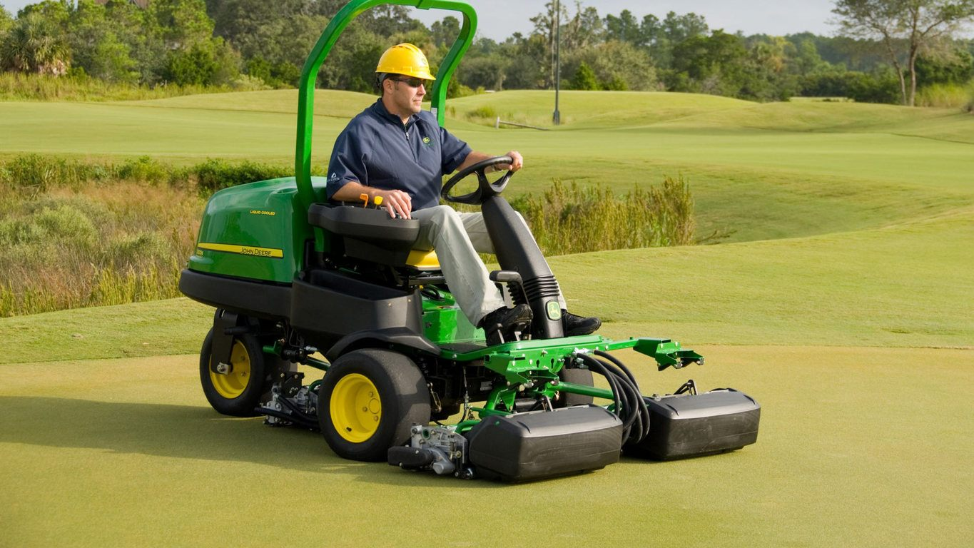 2500B PrecisionCut™ Gas Riding Greens Mower