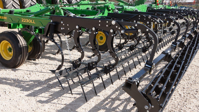 2230LL Level-Lift™ Field Cultivator