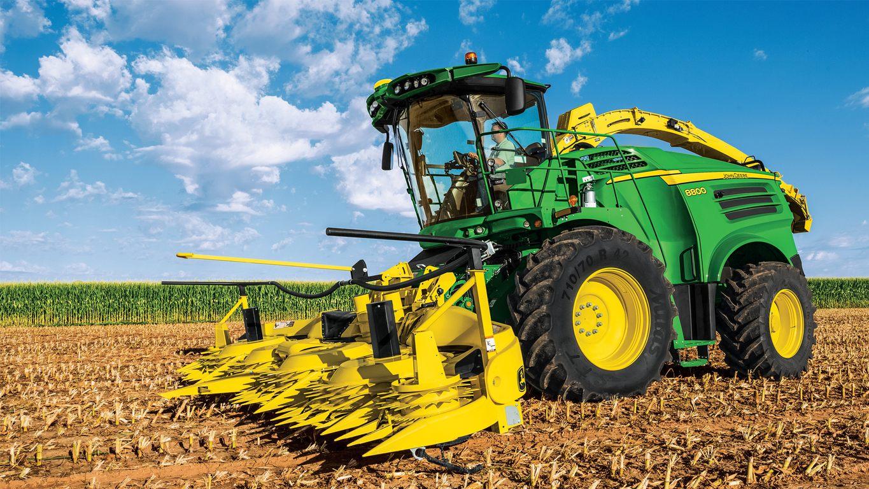 8800 Self-Propelled Forage Harvester